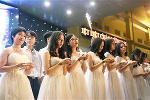 Lễ tri ân và trưởng thành của học sinh K55 Yên Hòa